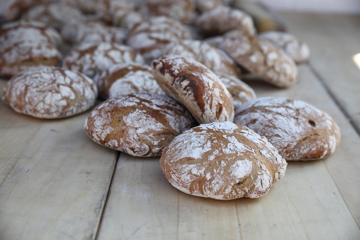Runde Brote, gebacken in der Südtiroler Backstube Profanter von Benjamin Profanter.