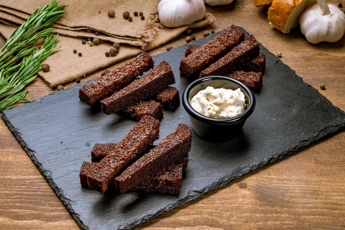 Brotsticks, die aus Brotresten zubereitet wurden.
