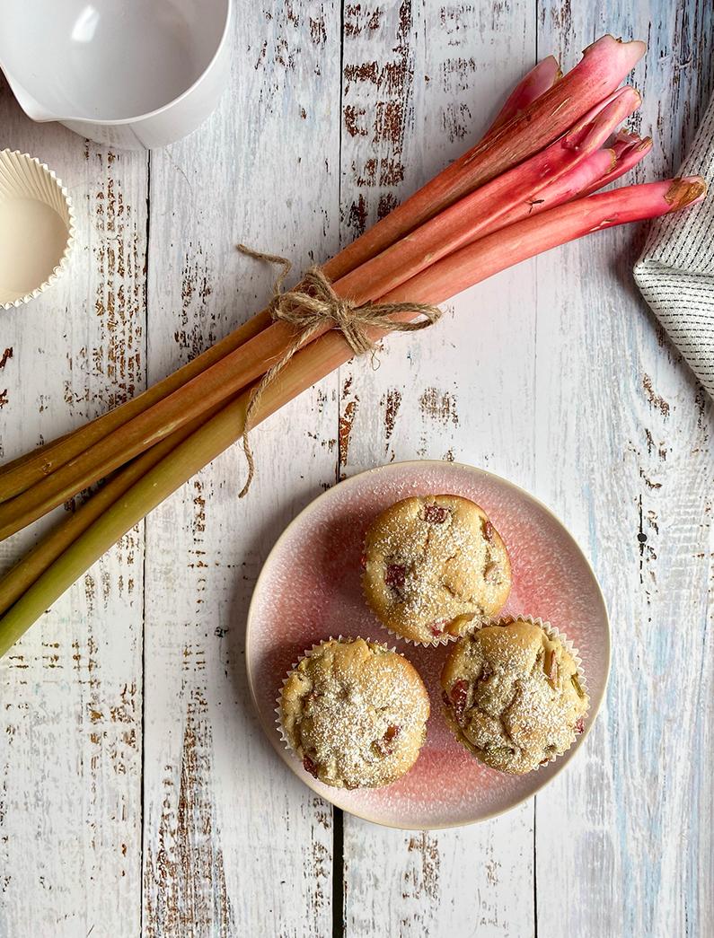 Rhabarber Muffins auf Teller